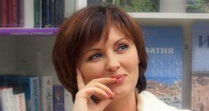 Елена Ксенофонтова покинула страну вместе с детьми