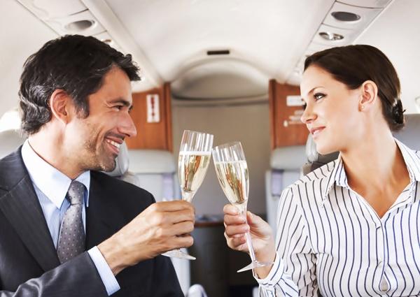 Психологи рассказали, какие женщины нравятся богатым мужчинам