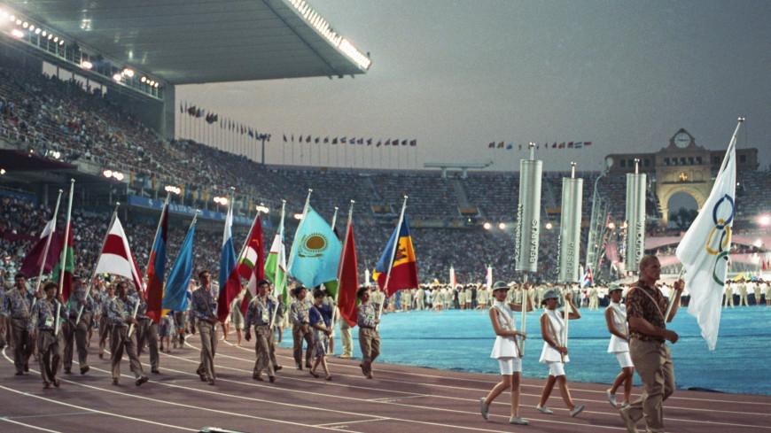 Российские спортсмены отправятся на олимпиаду под нейтральным флагом. По итогам прошедшего сегодня заседания Олимпийского Комитета России, единогласно было решено поддержать инициативу отечественных олимпийцев отправиться в Корею на очередные игры в 2018 году. Несмотря на ранее принятое решение МОК, участники прошедшего собрания считают, что спортсменам следует принять участие в предстоящих олимпийских играх и на деле защитить честь Родины. Самые последние новости только на сайте Zakulisi.ru. На минувшей неделе на сайте МОК было размещено скандальное решение, согласно которому российская сборная не сможет принять участие в предстоящих играх в Корее. Причиной всему стал ряд громких допинговых скандалов. В результате под удар попали даже невиновные спортсмены, ведь в следующем году им было разрешено выступать лишь под нейтральным флагом. Данное решение стало настоящим шоком для спортсменов, а также отечественных болельщиков. Одним из вариантов ответа решению МОК рассматривался даже всеобщий бойкот нашими спортсменами предстоящей олимпиады. Несмотря на несправедливое решение МОК, накануне отечественные олимпийцы выступили с заявлением о своём намерении отправиться на игры под нейтральным флагом. Сегодня, в свою очередь, участники специального собрания ОКР единогласно поддержали инициативу спортсменов. Данное одобрили и отечественные болельщики, которые уверены, что не смотря ни на что, наши ребята должны бороться до конца. В то же время члены собрания ОКР отметили, что своим решением они не собираются давить ни на кого из спортсменов. Если кто-либо не захочет отправляться на игры в Корею в следующем году, это решение будет принято со всем пониманием.