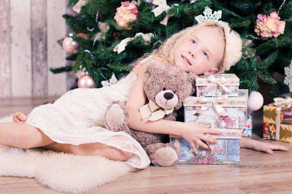 Что подарить ребенку на Новый год 2018: идеи подарков