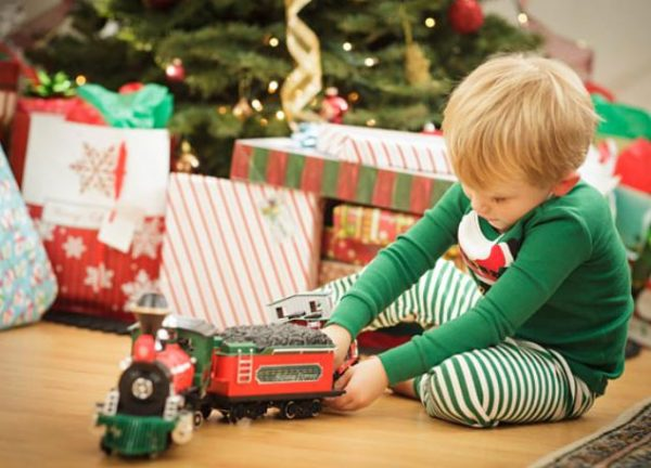 Что подарить ребенку на Новый год 2018: список подарков